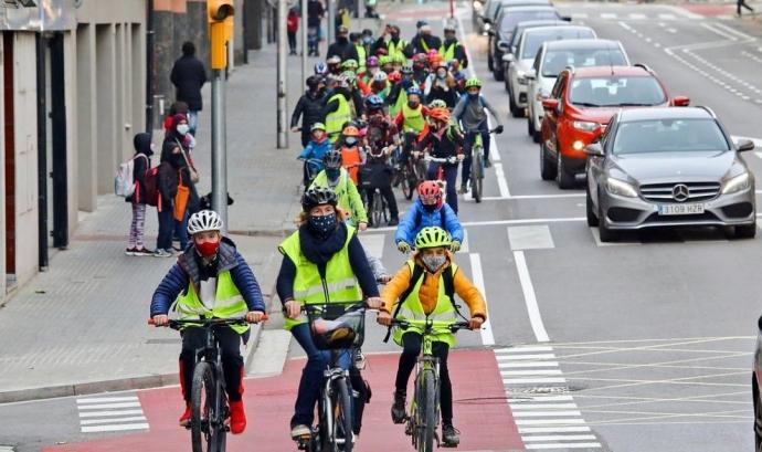 La 'Caixa d'Eines Ciclista', és un recurs educatiu pensat perquè nens i nenes aprenguin a tenir cura del medi ambient i els valors cívics a través de la bicicleta. Font: Bicicleta Club de Catalunya