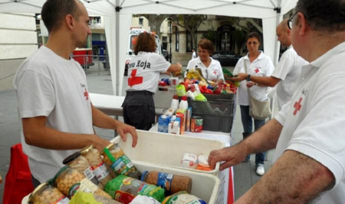 Recollida d'aliments de la Creu Roja Font: