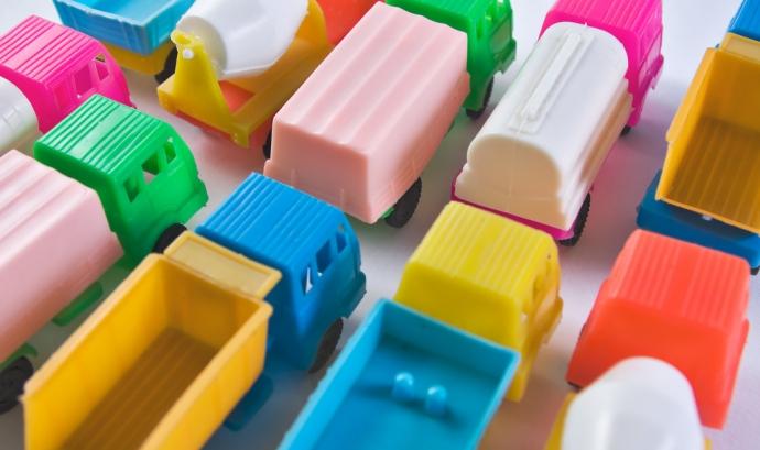 Camions de joguina_Horia Varlan_Flickr Font: