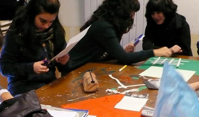 Treballant la cartografia a l'escola: flickr.com/photos/lafundicio/439830574 (C)