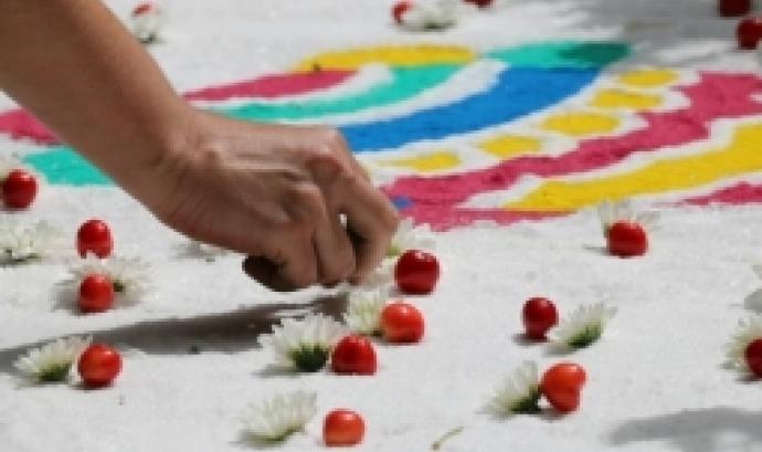 Jornada 'Com fer catifes de flors?'.
