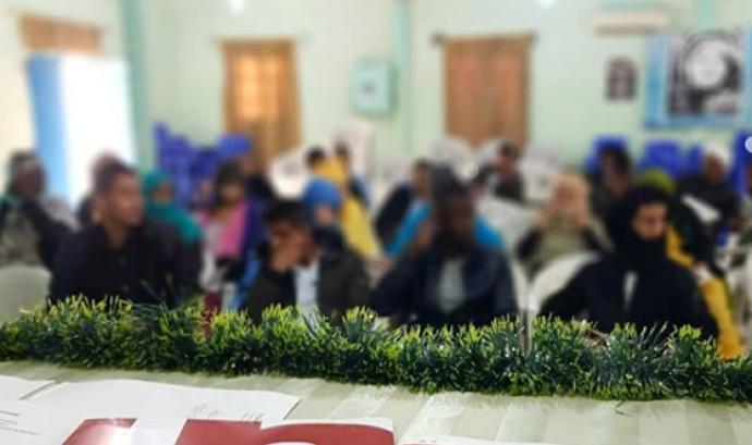 El Consell de la Joventut de Barcelona (CJB) fent formacions de participació juvenil als campaments de refugiades del Sàhara Occidental Font: Instagram @conselljoventutbcn