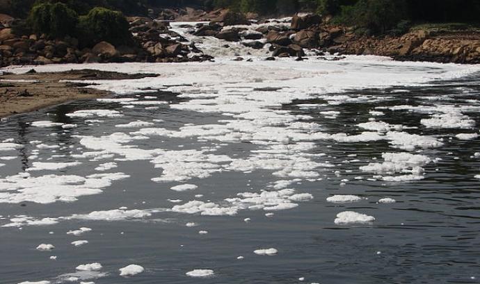 Riu Tietê, de San Paolo, contaminat. Font: Wikipedia Font: