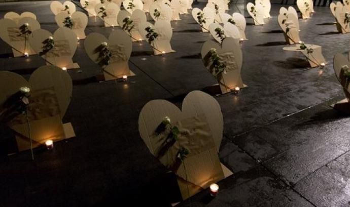 L'acte recorda les persones que han mort aquest any a Barcelona a causa de viure al carrer. Font: Arrels Fundació