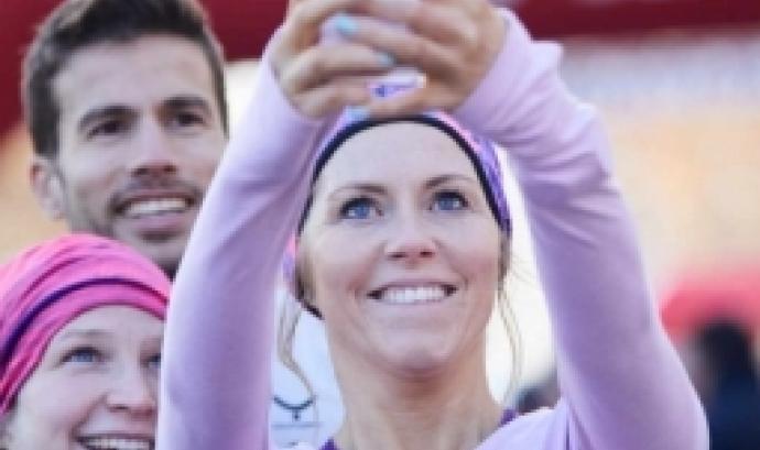 Dona participant a la cursa Eva-Diari Sport. Font: Associació Esportiva Mitja Marató Terrassa