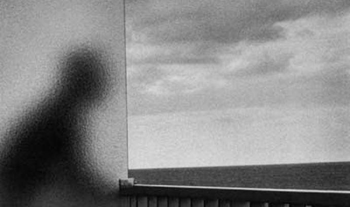Ombra mirant a l'horitzó. Drets humans (extret de mutuaspalabras.blogspot.com)