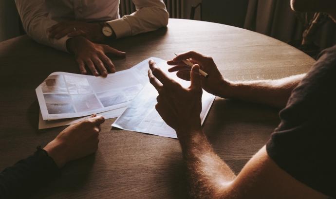 La Guia d'Assegurances ha estat impulsada per la Confederació i elaborada per Suport Associatiu-Fundesplai i Arç Cooperativa. Font: Unsplash. Font: Unsplash
