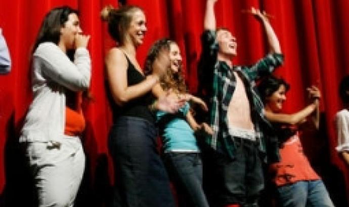 Deslimita'm, teatre social per a joves