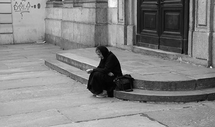 Dona víctima de la pobresa. Font: Teo's photo (flickr.com) Font: