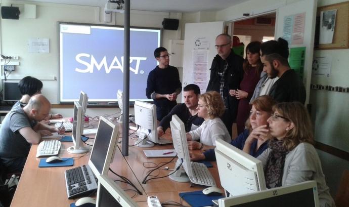 Participants del projecte a l'Escola d'Adults de la Verneda