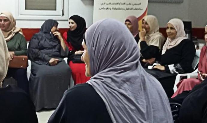 Dues guies de l'Escola de cultura de Pau tracten sobre la situació de les dones palestines Font: Universitat Autònoma de Barcelona