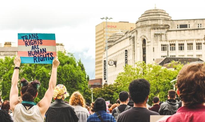 Les persones trans veuen vulnerats els seus drets constantment arran de les discriminacions que pateixen en el seu dia a dia. Font: CC