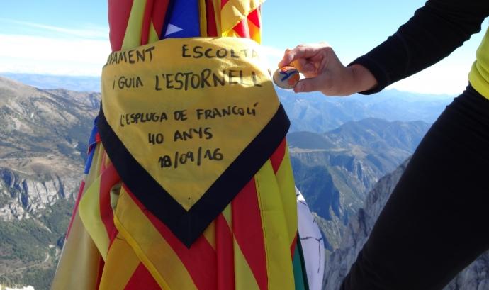 """L'AEiG l'Estornell fent un dels cims del projecte """"4 Dècades 4 Pics"""" Font: AEiG l'Estornell"""