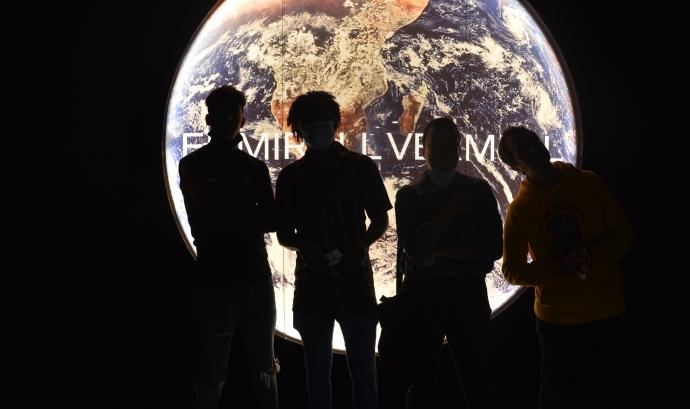 Quatre participants a l'exposició de Mart del CCCB. Font: Punt de Referència
