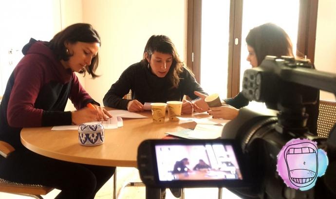 Gravant vlog sobre llenguatge no sexista Font: Associació Dones Juristes
