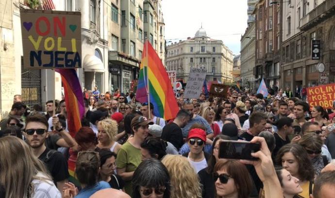 Primera marxa per l'orgull LGTBI celebrada a Sarajevo el passat 8 de setembre. Font: Matt Field