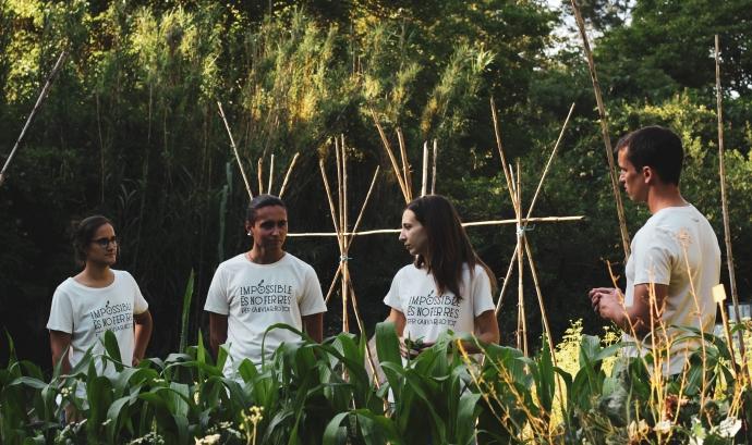 Membres d'Eixarcolant amb la samarreta de la campanya Font: Eixarcolant