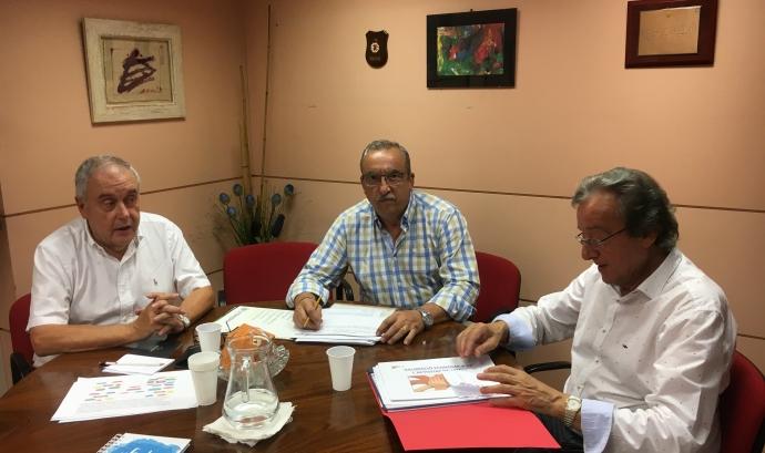 D'esquerra a dreta, Josep Carné, president de la Fatec; Josep Cayuela, coordinador del projecte Mentories, i Ramon Tubella, vicepresident.