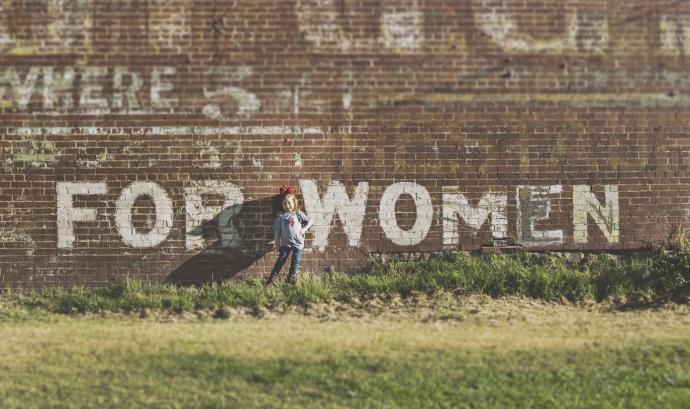 A Europa, una de cada tres dones ha patit violència física o sexual durant la seva infantesa a mans d'un adult. Font: Unsplash.
