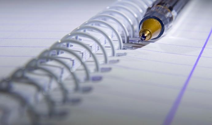llibreta i bolígraf