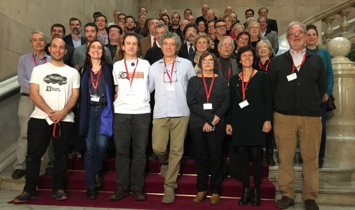 Foto de grup al Parlament el dia de la signatura Font: