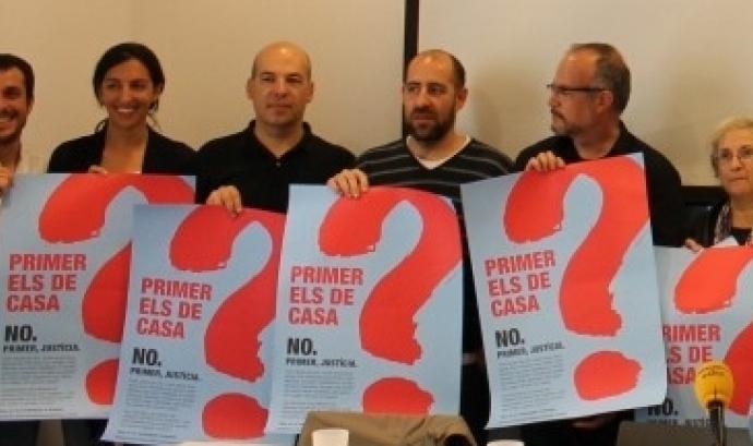 Foto de grup en la presentació de la campanya antiracista No votis injustícia Font:
