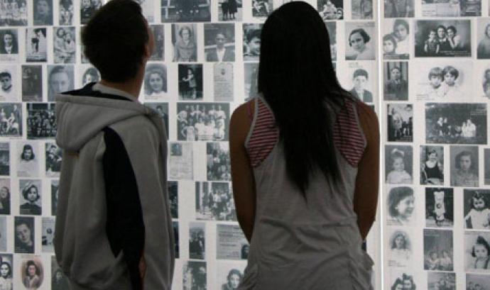 Imatge: UNESCO, sobre la memòria de l'Holocaust Font: