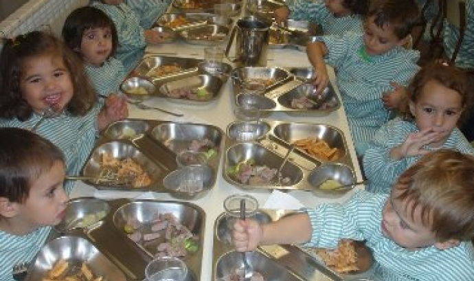 Infants a un menjador escolar Font: