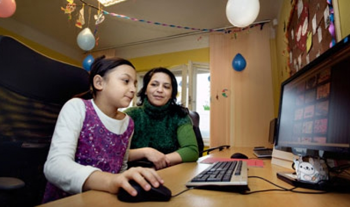 Nena amb un ordinador. Font: Comissió Europea Font: