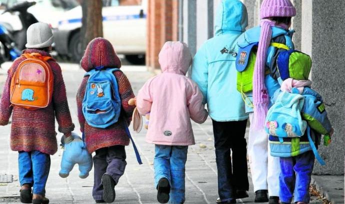 El Síndic denuncia la desatenció de menors estrangers als centres d'acollida a causa de la sobreocupació. (Foto: ara.cat) Font: