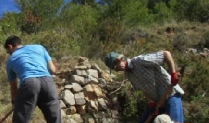 Jornada de voluntariat ambiental per la pedra seca a Pratdip amb el Gepec