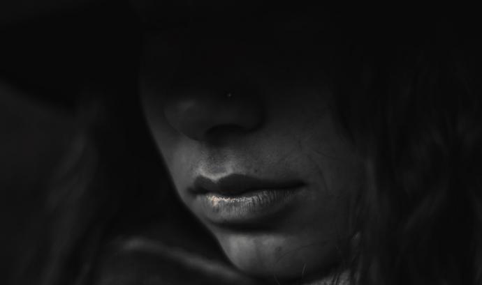 Feminicidios.net denuncia que els assassinats de dones pel fet de ser-ho són més dels que les administracions classifiquen com a tals. Font: Free-Photos (Pixabay)