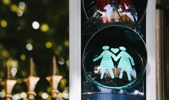 Els delictes d'odi associats a l'orientació afectiva o identitat sexual es situen en el tercer lloc de les denúncies realitzades a l'Estat. Font: Unsplash. Font: Font: Unsplash.