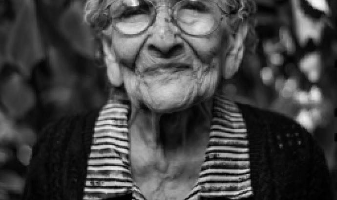 L'objectiu principal és desmuntar els estereotips que existeixen i promoure un envelliment actiu. Font: Unsplash.