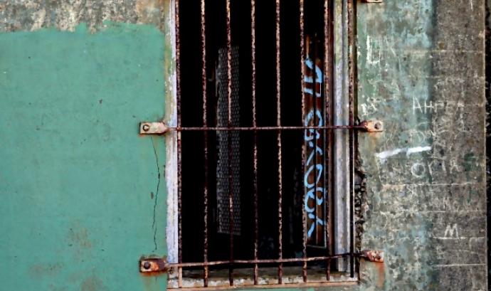 grunge-prison-window Font: