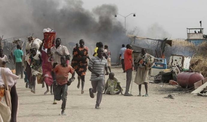 El nombre de víctimes de la guerra al Sudan del Sud creix. Font: France Press