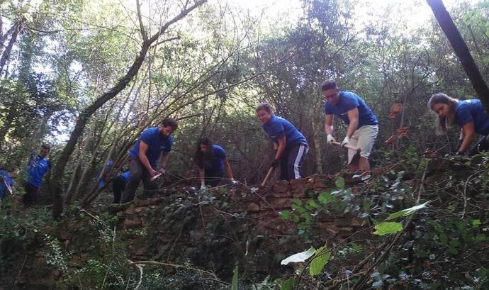 Jornada de voluntariat ambiental a la Riera de Martinet (imatge. Associació Martinet)