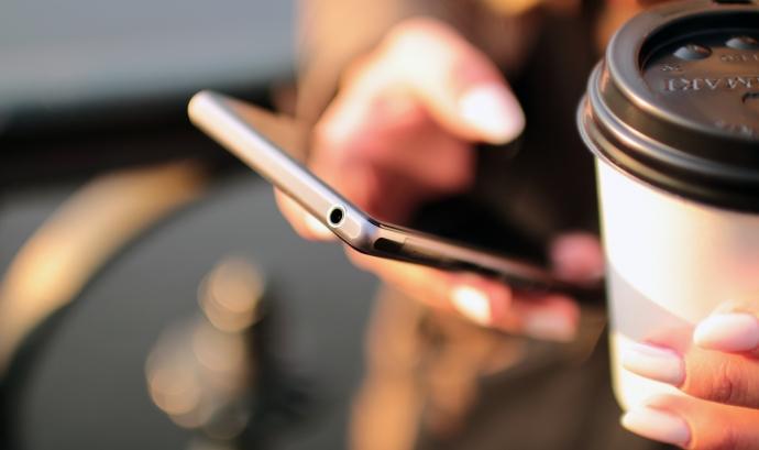 hands-coffee-smartphone-technology Font: Pexels.com Font: