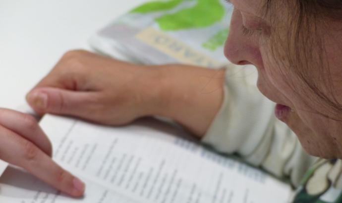Una persona llegint Font: Imatge cedida per Fundació el Maresme