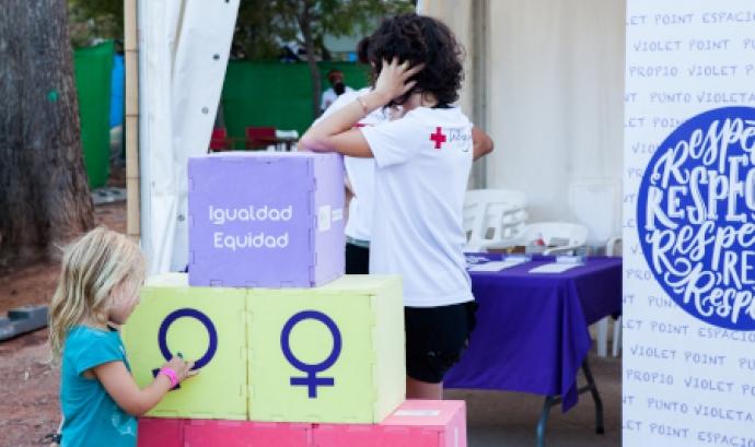 La Creu Roja alerta de la feminització de la pobresa Font: Creu Roja