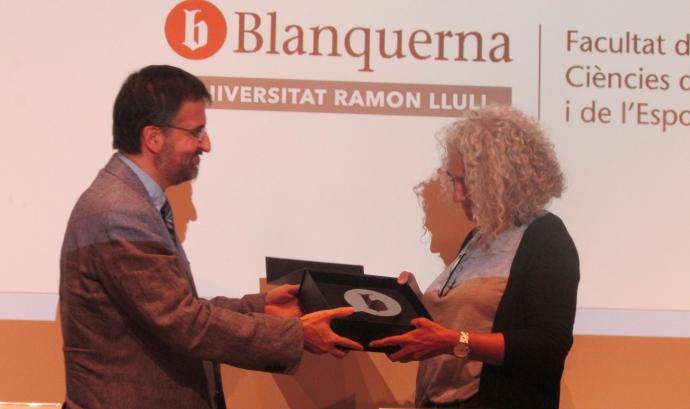 La Begonya Gasch, directora general d'El Llindar, recull el premi Blanquerna Educació 2018. Font: Fundació El Llindar