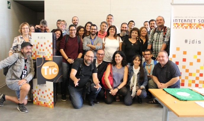 Grup de dinamitzadors/ores a la Jornada de dinamització de la Internet Social 2017 Font: El Teb