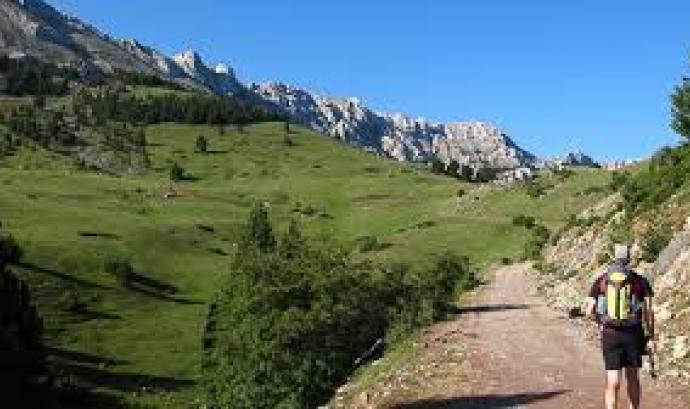 Senderisme al Pirineu Català (imatge; blogs.descobrir.cat)