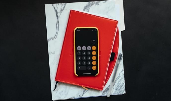 L'Agència Tributària permet presentar els llibres de factures emeses i de factures rebudes de l'IVA de forma més senzilla. Font: Unsplash. Font: Unsplash