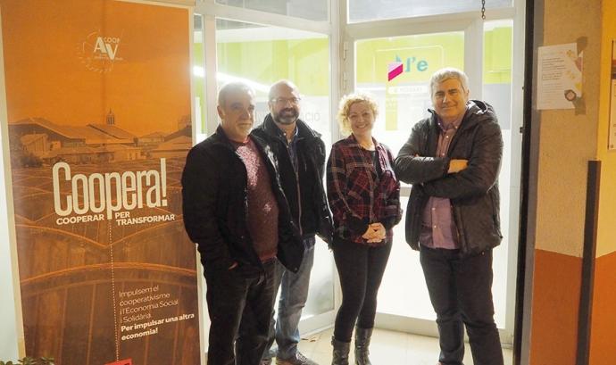 Membres de L'Eina i Sprintcoop que han participat en la creació d'aquesta cooperativa de segon grau