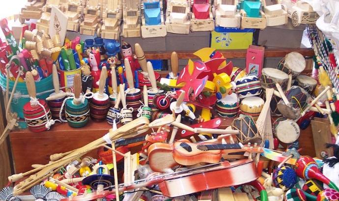 Joguines tradicionals de fusta. Autoria: Gengiskanhg a Wikimedia