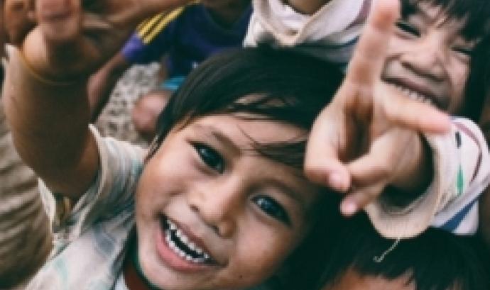 L'objectiu és conèixer els diferents projectes i voluntariats que treballen a països com Tailàndia, Vietnam, Myanmar, Tanzània, Kènia o Jordània. Font: Unsplash.
