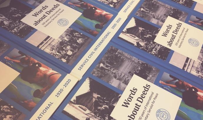 El llibre recull els 100 anys d'història del Servei Civil Internacional Font: Servei Civil Internacional de Catalunya