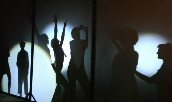 Ombres de persones en un escenari