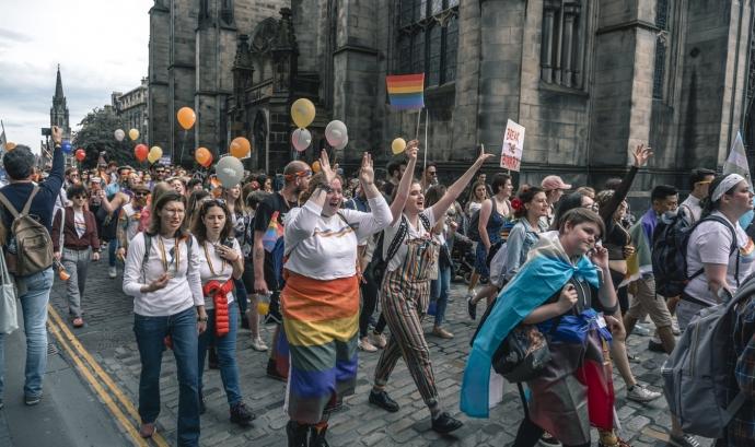 El dret de reunió pacífica, és un dret de tota persona sense discriminació de cap classe. Font: Unsplash. Font: Font: Unsplash.